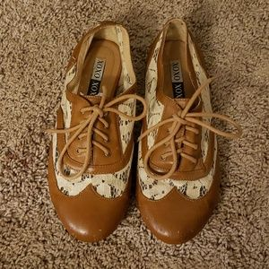 Oxford Style Shoes Size 8.5 Wide